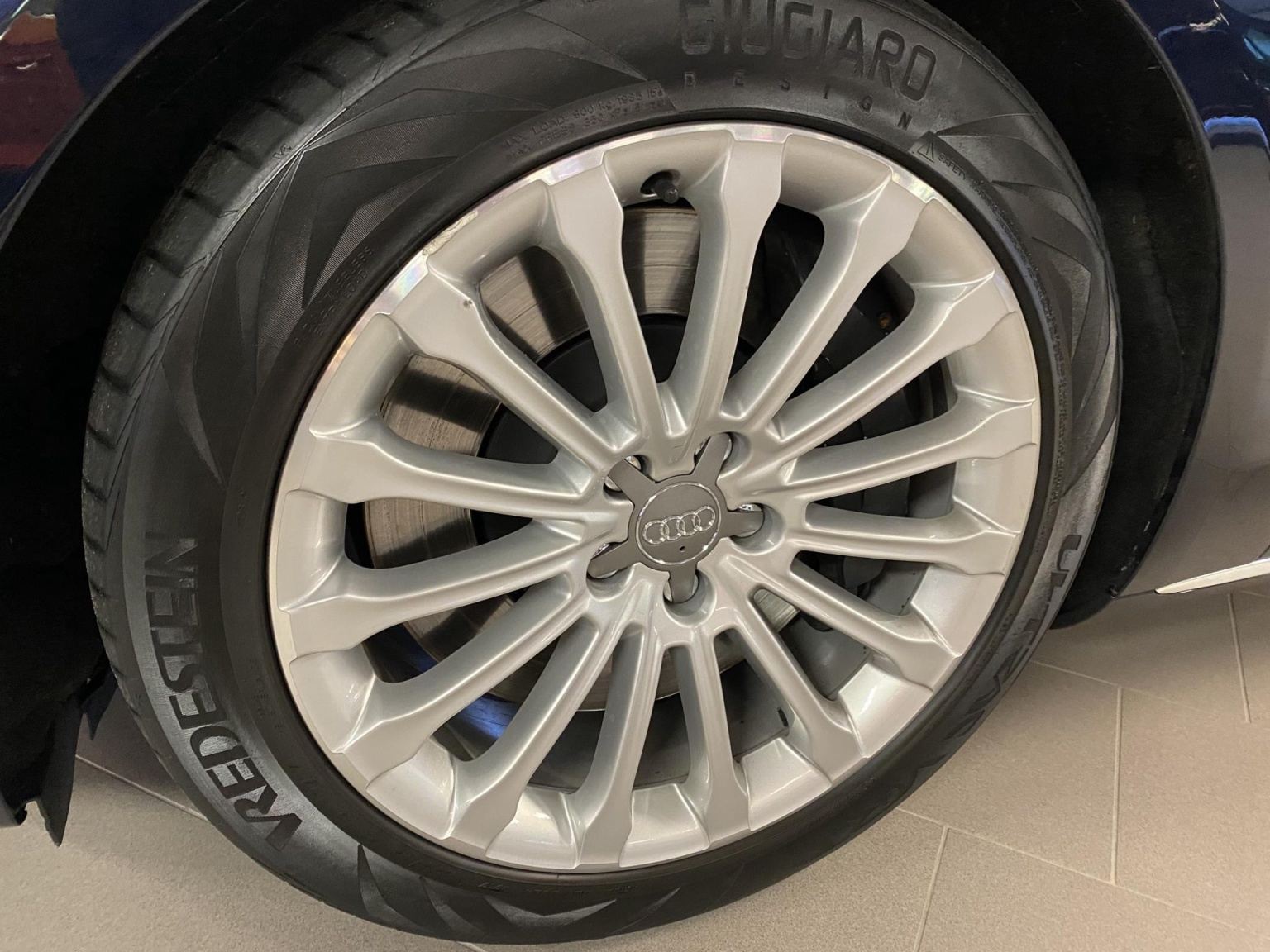 Audi-A8-51