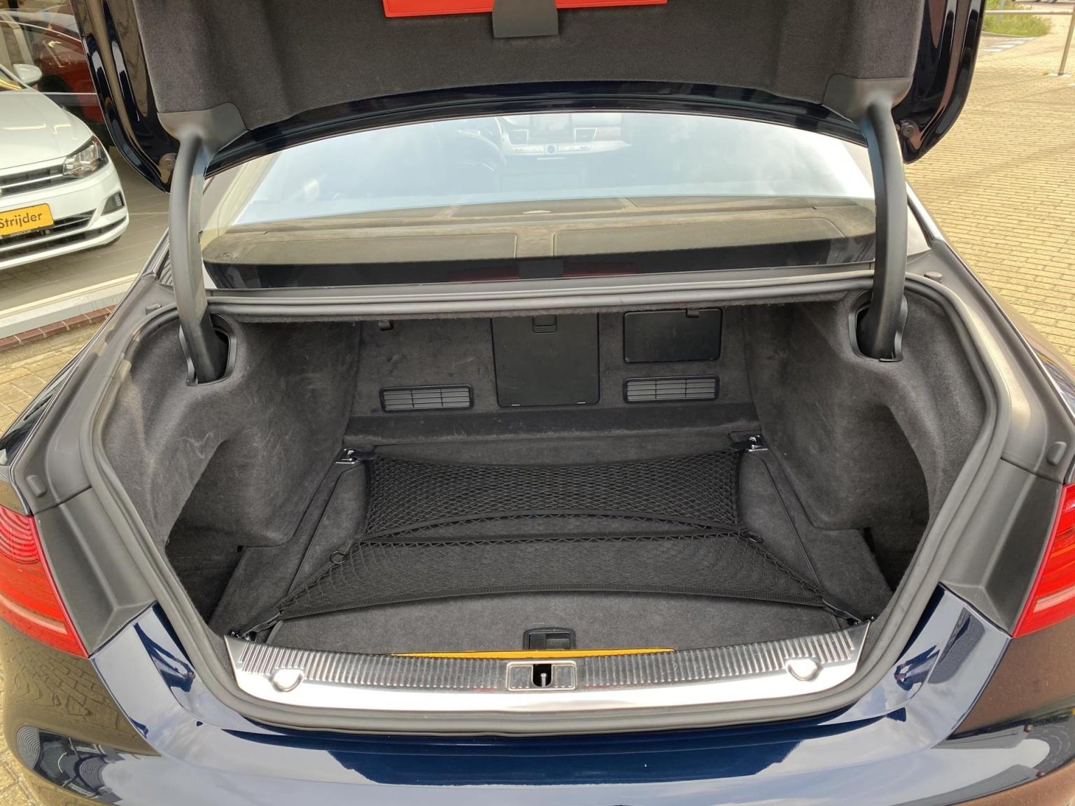Audi-A8-30